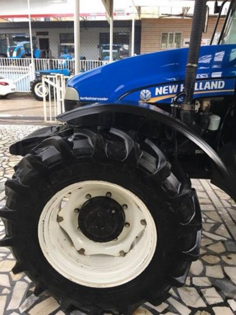 2011-model-new-holland-traktor-big-2