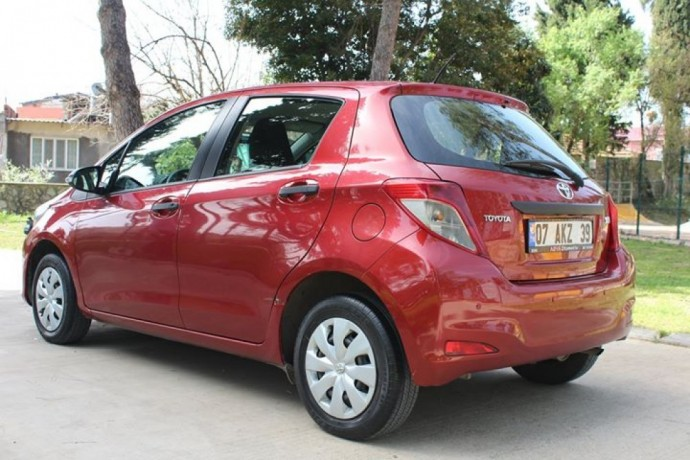 2014-model-toyoto-yaris-big-3